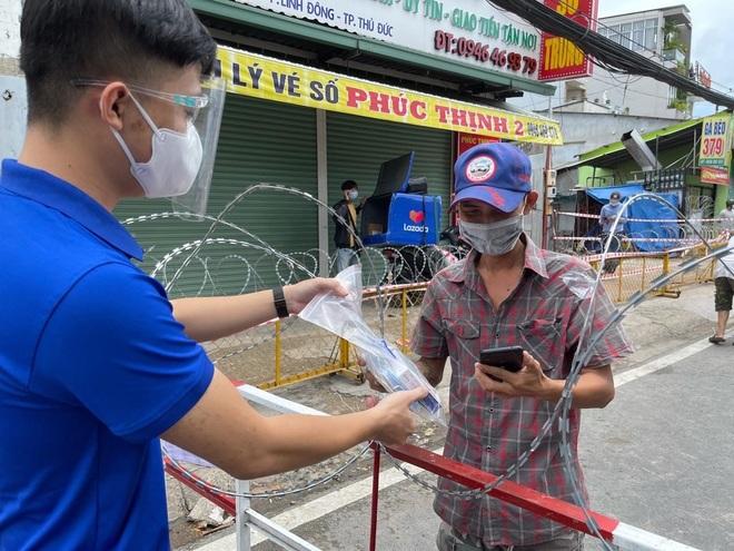 Nhà thuốc FPT Long Châu đồng hành cùng cộng đồng trong đại dịch Covid-19 - 2