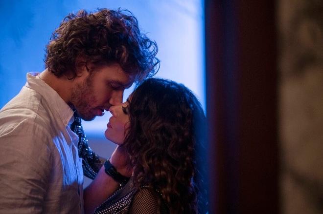 Diễn nhiều cảnh bạo liệt trong phim, cặp đôi Sex/Life yêu nhau ngoài đời - 2