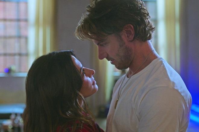 Diễn nhiều cảnh bạo liệt trong phim, cặp đôi Sex/Life yêu nhau ngoài đời - 4