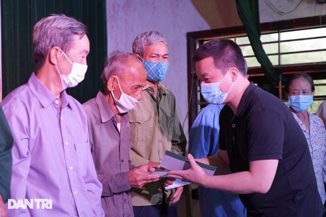 Báo Dân trí tặng quà tri ân 50 gia đình tại xã có 16 Mẹ Việt Nam anh hùng - 7