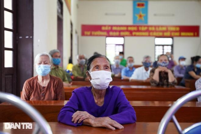 Báo Dân trí tặng quà tri ân 50 gia đình tại xã có 16 Mẹ Việt Nam anh hùng - 10
