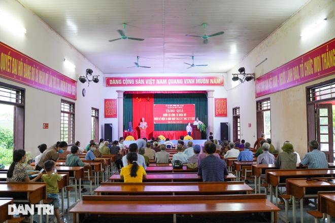 Báo Dân trí tặng quà tri ân 50 gia đình tại xã có 16 Mẹ Việt Nam anh hùng - 3