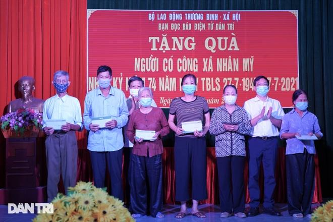 Báo Dân trí tặng quà tri ân 50 gia đình tại xã có 16 Mẹ Việt Nam anh hùng - 4