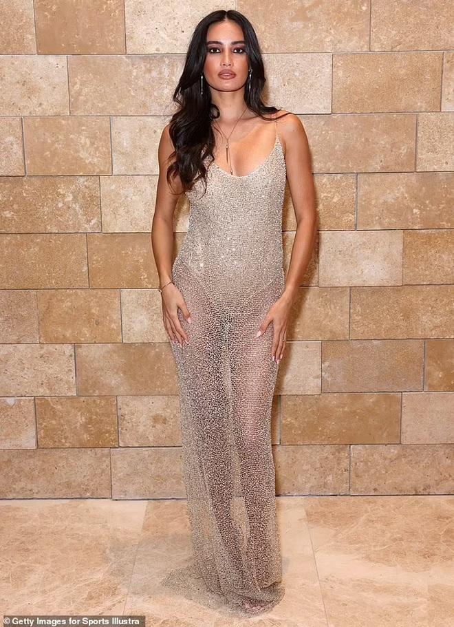 Hoa hậu hoàn vũ mặc bốc lửa trong tiệc của tạp chí áo tắm danh tiếng - 6