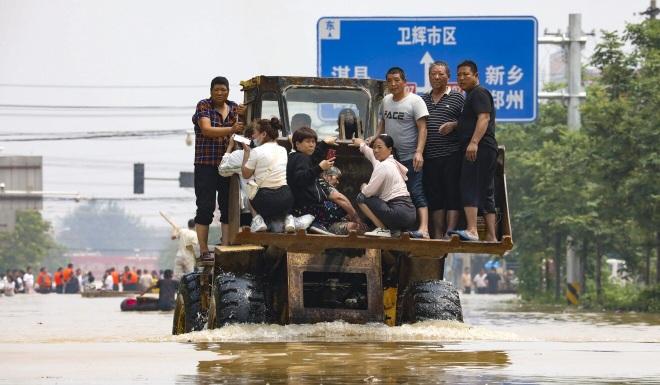 Người dân khốn khổ trong thảm cảnh mưa lũ ở Trung Quốc - 2