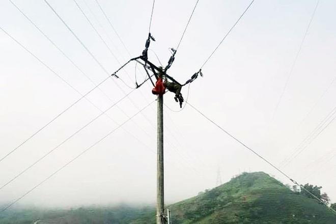 Lào Cai: Một công nhân bị điện giật tử vong trên cột điện 35kV - 1