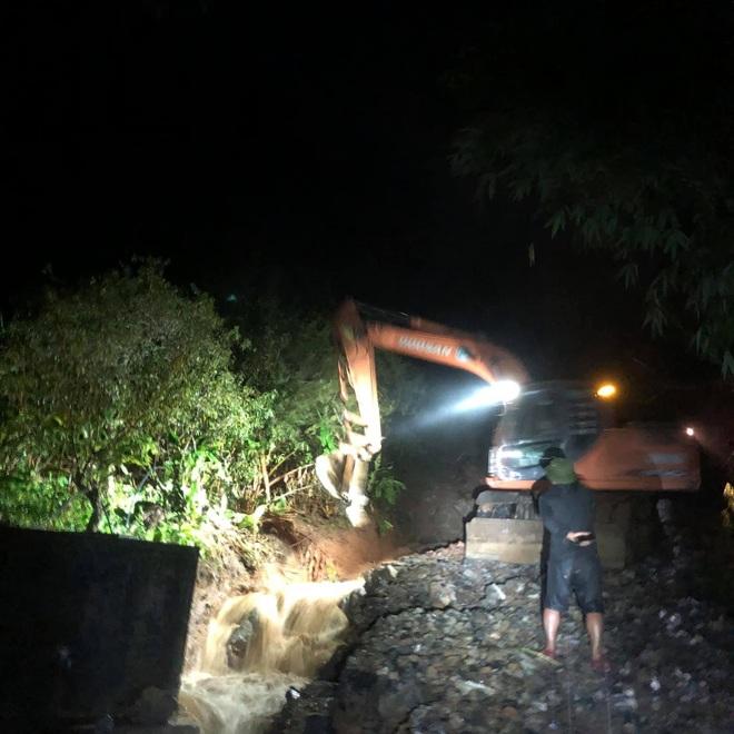 Mưa lớn suốt 24 giờ gây ngập lụt ở huyện cao nhất Nghệ An - 4