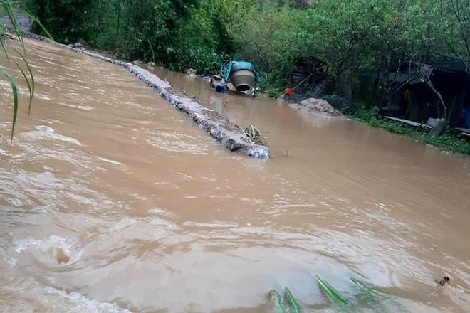Mưa lớn suốt 24 giờ gây ngập lụt ở huyện cao nhất Nghệ An - 6