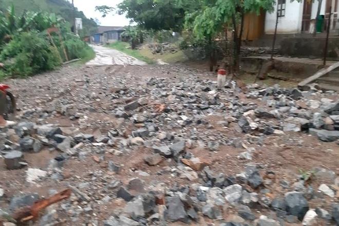 Mưa lớn suốt 24 giờ gây ngập lụt ở huyện cao nhất Nghệ An - 7
