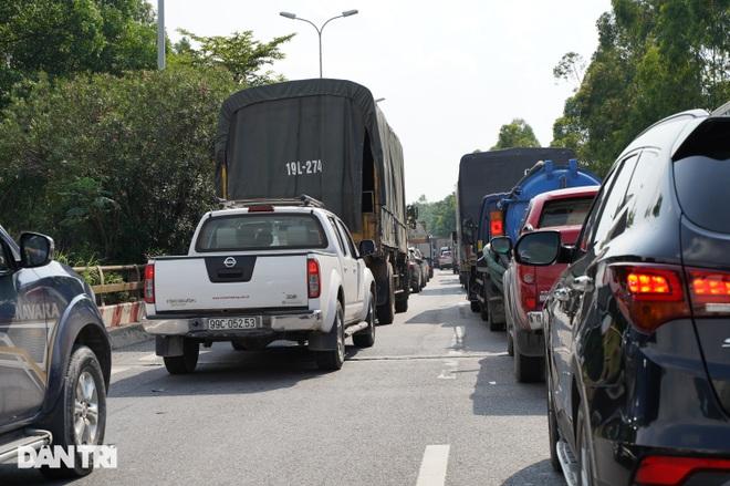 Cửa ngõ Thủ đô ùn tắc kéo dài, hàng nghìn phương tiện buộc phải quay đầu - 7
