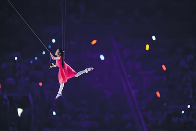 Bé gái thả diều Olympic: Dù vô danh, vẫn mãi ghi nhớ khoảnh khắc đẹp nhất - 3