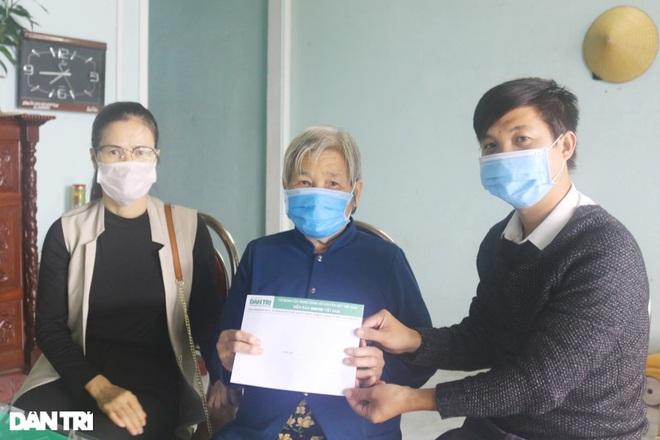 Trao tặng 50 triệu đồng gia đình có công ở miền Trung - Tây Nguyên - 9