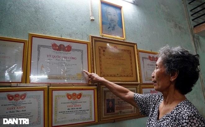 Trao tặng 50 triệu đồng gia đình có công ở miền Trung - Tây Nguyên - 14