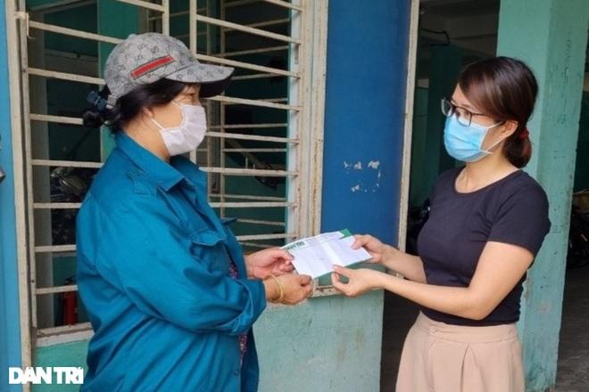 Trao tặng 50 triệu đồng gia đình có công ở miền Trung - Tây Nguyên - 2