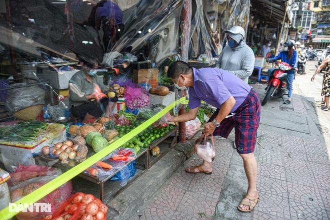 Chợ Hà Nội lắp hàng rào bảo vệ trong suốt phòng dịch Covid-19 - 8