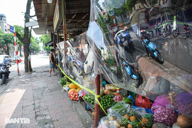 Chợ Hà Nội lắp hàng rào bảo vệ trong suốt phòng dịch Covid-19 - 6
