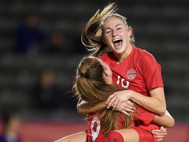 Vẻ đẹp hút hồn của những nữ cầu thủ bóng đá ở Olympic Tokyo - 8