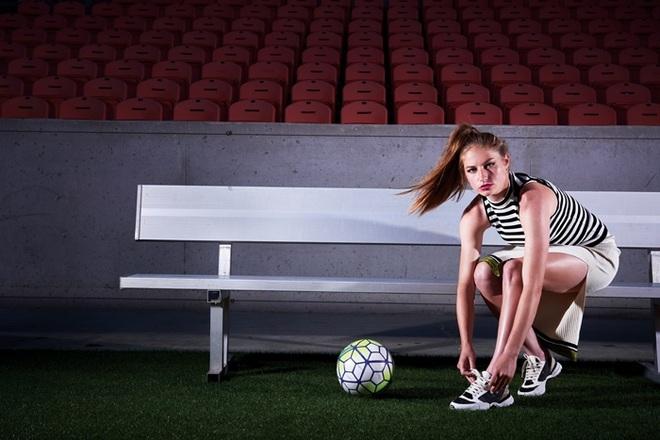 Vẻ đẹp hút hồn của những nữ cầu thủ bóng đá ở Olympic Tokyo - 9