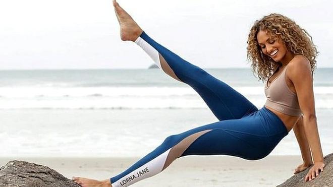 Quảng cáo quần áo chống được Covid-19, một công ty Úc bị phạt 5 triệu đôla - 1