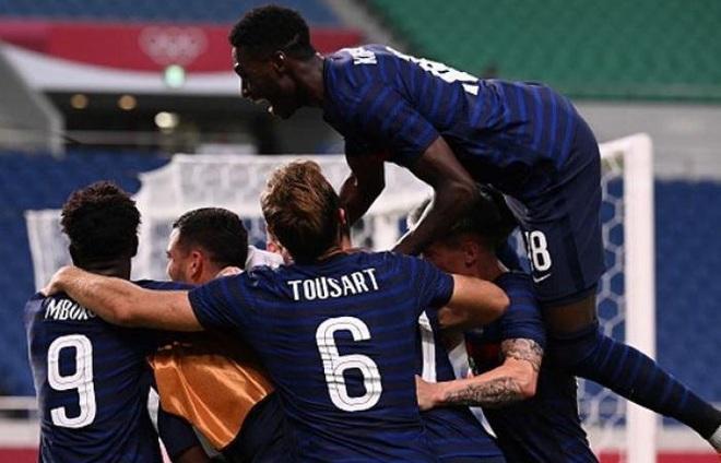 Olympic Pháp ngược dòng điên rồ trong trận đấu 7 bàn thắng - 1