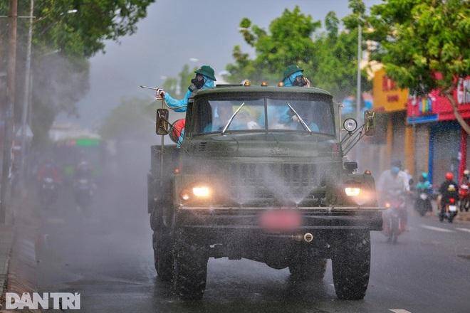 Ngày thứ 2 cách ly xã hội, Hà Nội phạt gần 300 người, truy vết F0 phức tạp - 1