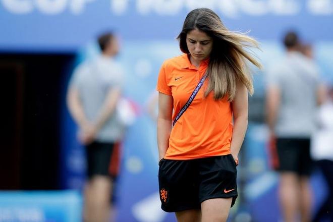 Vẻ đẹp hút hồn của những nữ cầu thủ bóng đá ở Olympic Tokyo - 3