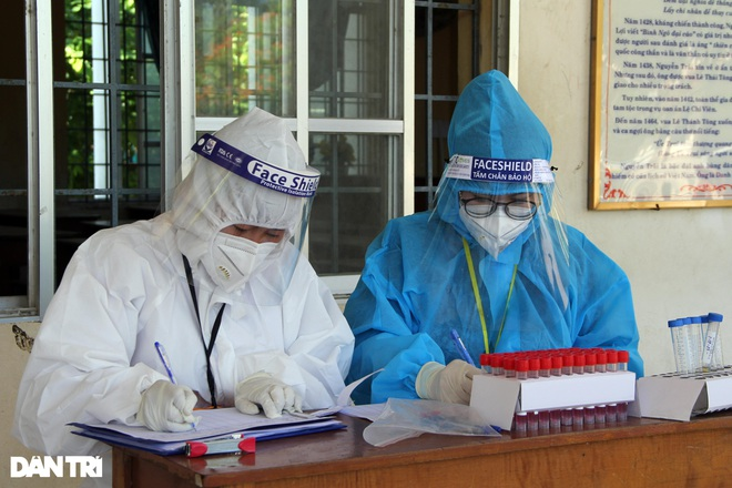 20 nhân viên y tế nhiễm SARS-CoV-2, Phú Yên yêu cầu nâng biện pháp bảo vệ - 4