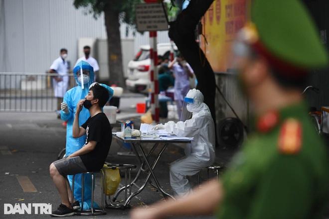Nhìn lại hơn 20 ngày Hà Nội đối đầu với sóng dịch Delta - 1