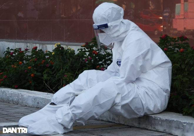20 nhân viên y tế nhiễm SARS-CoV-2, Phú Yên yêu cầu nâng biện pháp bảo vệ - 2