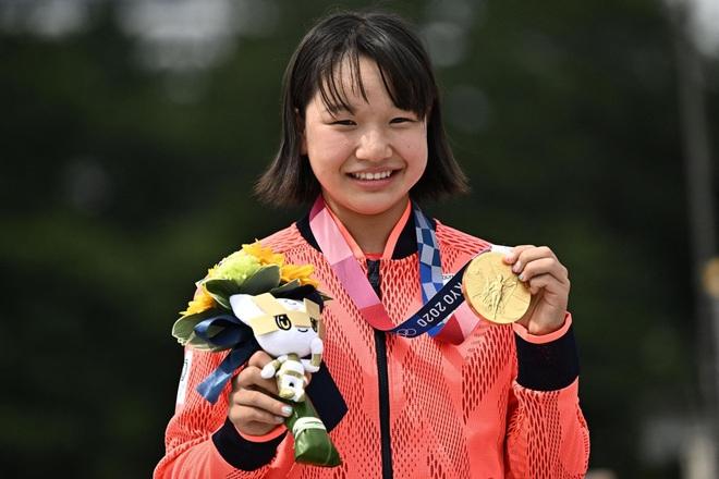 Bé gái 13 tuổi xuất sắc giành huy chương vàng, làm nên lịch sử ở Olympic - 2