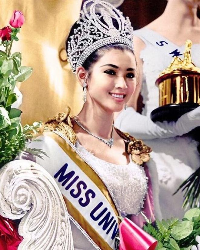Nhan sắc không tuổi đáng kinh ngạc của cựu hoa hậu Hoàn vũ đã là U80 - 2