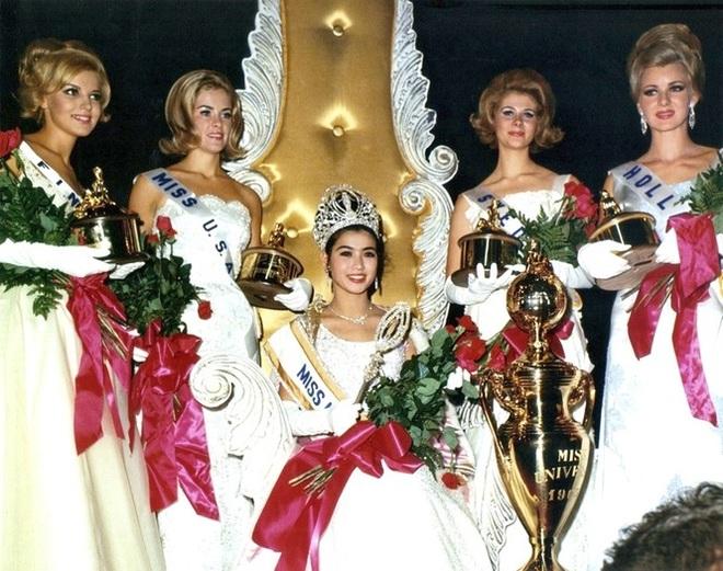 Nhan sắc không tuổi đáng kinh ngạc của cựu hoa hậu Hoàn vũ đã là U80 - 1