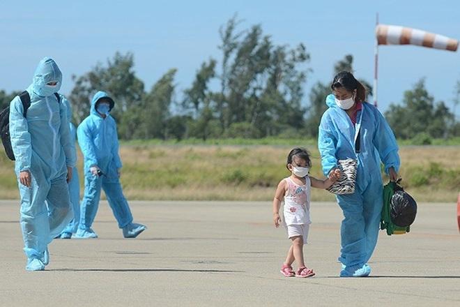 Nỗi lòng người dứt áo rời Sài Gòn về quê khi thành phố đổ bệnh - 8