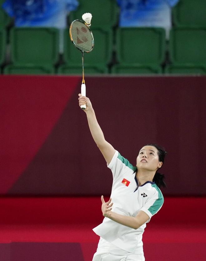 Thùy Linh thi đấu kiên cường trong trận thua tay vợt số một thế giới - 1