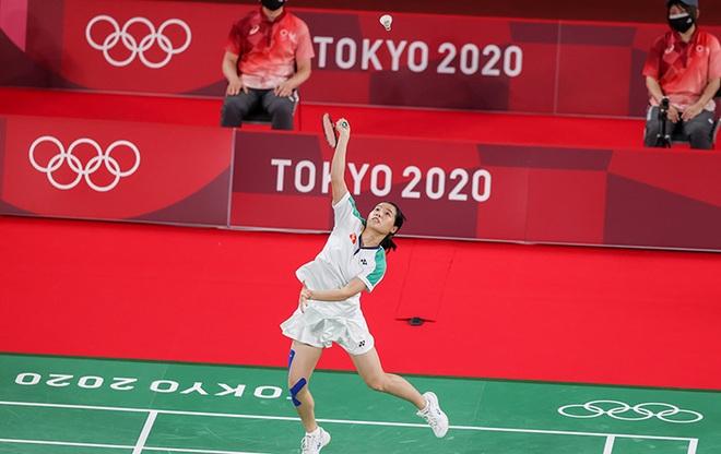 Thùy Linh thi đấu kiên cường trong trận thua tay vợt số một thế giới - 2