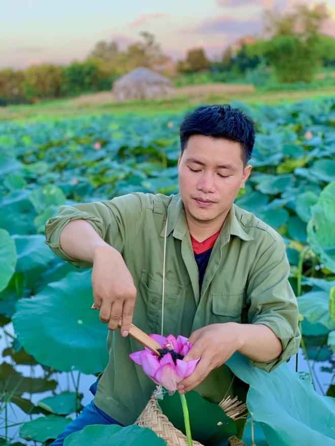 Cất bằng cử nhân báo chí, 9X về quê làm trà ướp sen bán chục triệu đồng/kg - 1