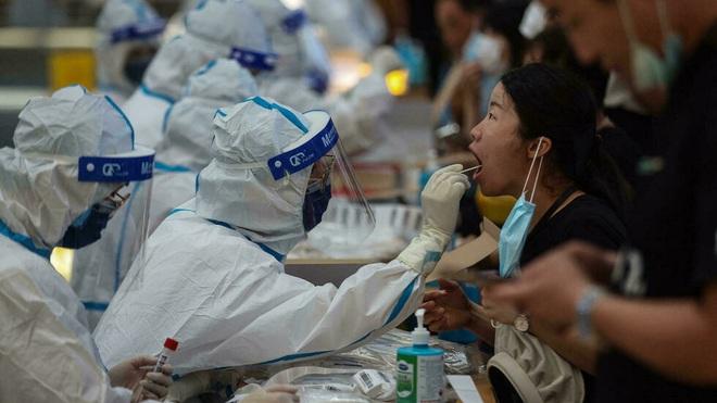 Ca Covid-19 tăng mạnh nhất nửa năm, Trung Quốc xét nghiệm hàng triệu dân - 1