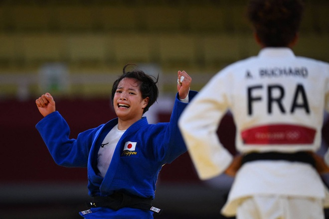 Cặp anh em người Nhật Bản gây sốt khi cùng giành HCV Judo Olympic 2020 - 2