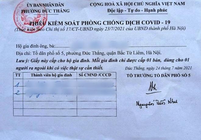 Hà Nội: Phường phát phiếu ra đường cho 2.500 hộ dân - 1