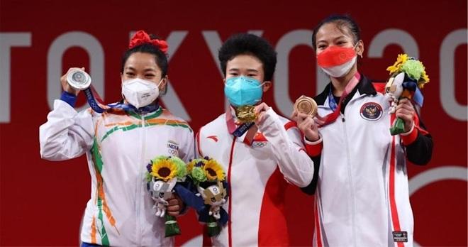 Cô bé gánh củi hay khóc nhè trở thành người hùng Olympic - 3