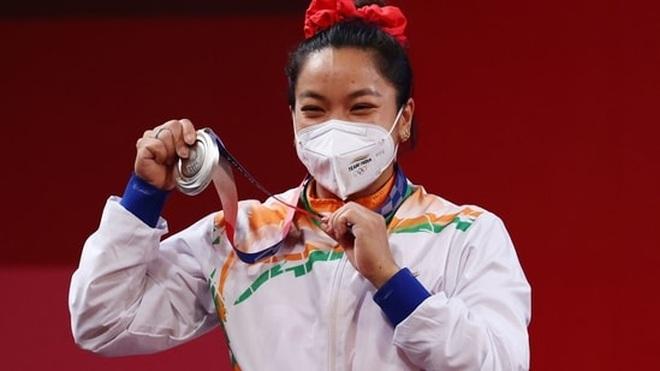 Cô bé gánh củi hay khóc nhè trở thành người hùng Olympic - 2