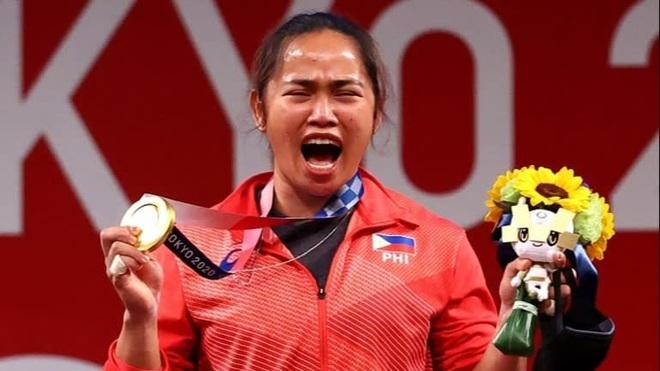 Nữ đô cử Philippines bơi trong tiền sau tấm HCV Olympic lịch sử - 3