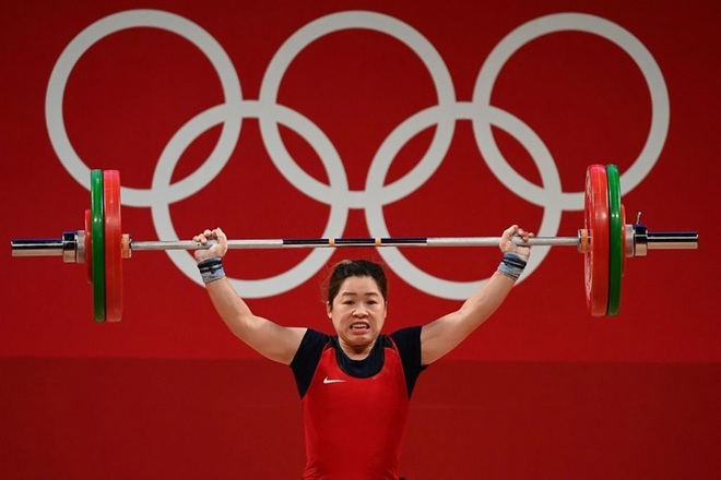 Xúc động hình ảnh Hoàng Thị Duyên vẫy tay chào Olympic Tokyo - 1