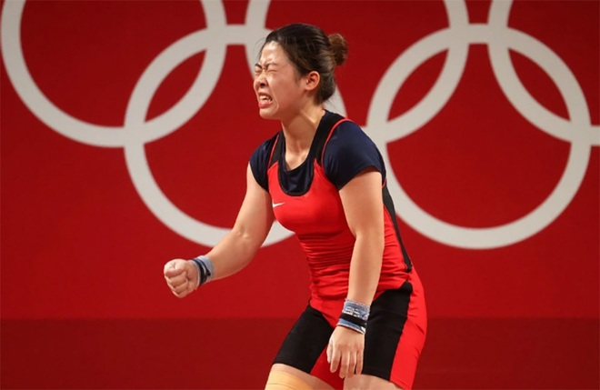 Xúc động hình ảnh Hoàng Thị Duyên vẫy tay chào Olympic Tokyo - 2