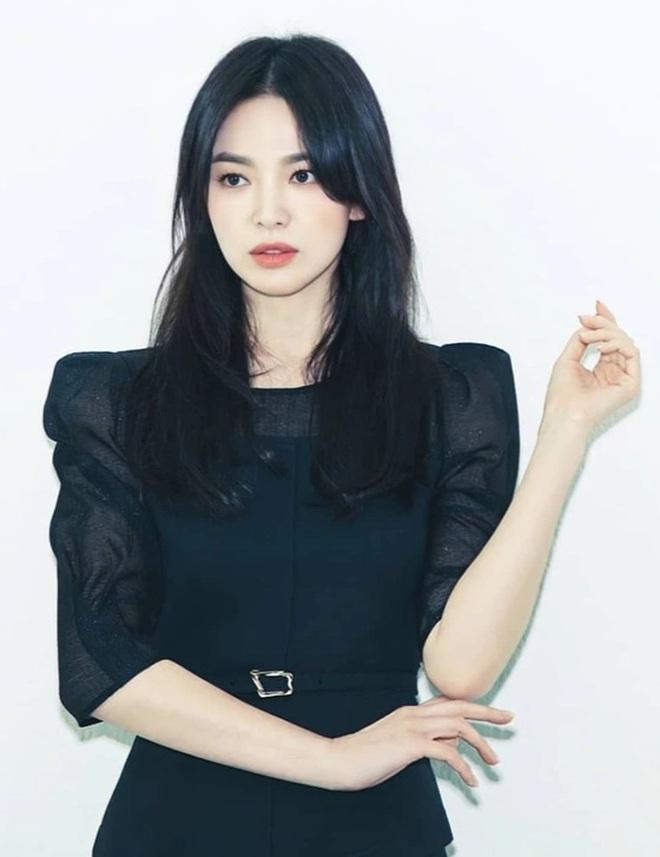 Cao chưa đến 160 cm, Song Hye Kyo vẫn biết hack dáng đỉnh cao