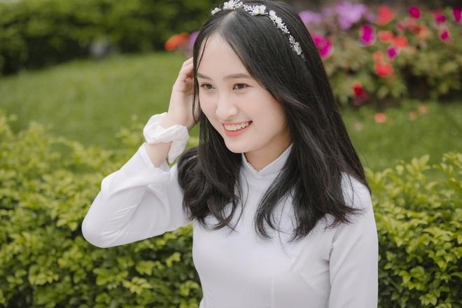 Nữ thủ khoa khối D xinh đẹp xứ Nghệ bất ngờ với điểm thi môn Văn - 1