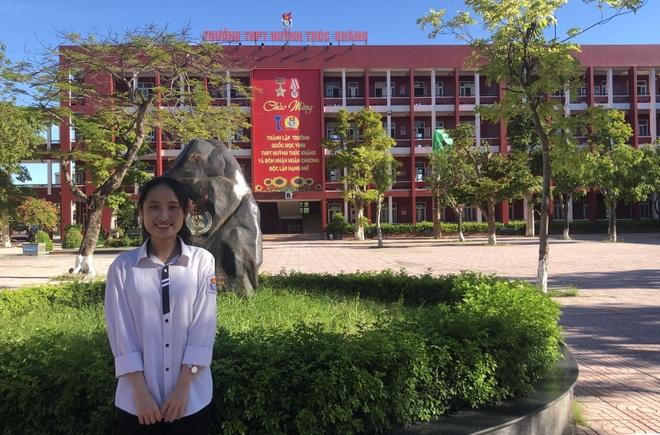 Nữ thủ khoa khối D xinh đẹp xứ Nghệ bất ngờ với điểm thi môn Văn - 2