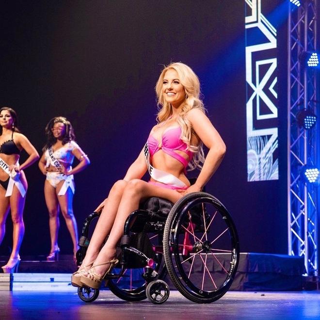 Cô gái ngồi xe lăn giành giải Á hậu và câu chuyện xúc động ẩn chứa sau đó - 3