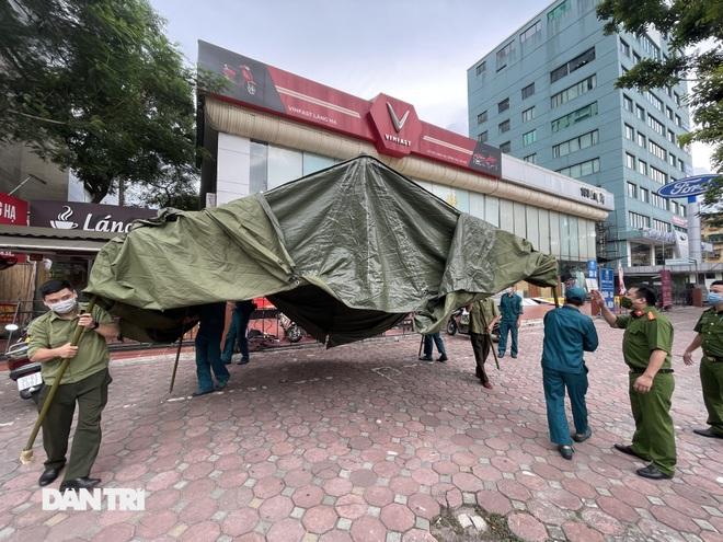 Hà Nội dựng lều dã chiến, kiểm tra giấy đi đường của người dân trong nội đô - 9