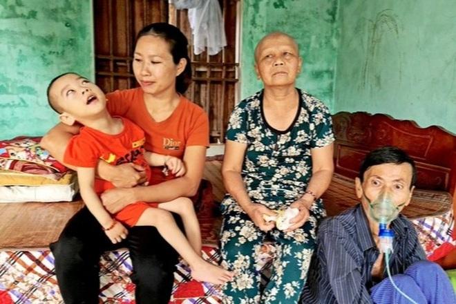 Con dâu chăm bố mẹ chồng bệnh tật được bạn đọc giúp đỡ gần 90 triệu đồng - 1